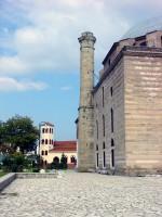 Το Τζαμί του Οσμάν Σαχ: Συνύπαρξη, στην ίδια πλατεία, με τον Ναό Άγίων Κωνσταντίνου και Ελένης