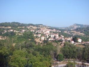 Το χωριό Νεστόριο, γατζωμένο πάνω από τον Αλιάκμονα, όπου γίνεται και το παγκόσμια γνωστό River Party