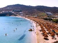 Mykonos Kalo Livadi Beach: in quest for some shade.