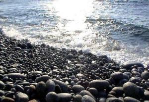 Mykonos Houlakia pebbles contre-lumiere
