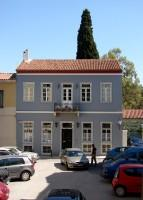 Plaka: Another well-preserved old house