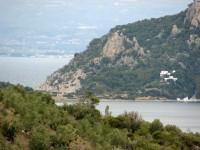Το ακρωτήριο Μαλανγκάβι και μέρος της λίμνης Βουλιαγμένης
