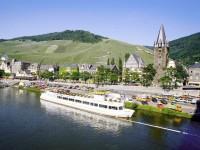 Γερμανία: Ποταμόπλοιο δεμένο σε κάποιο παραποτάμιο χωριό