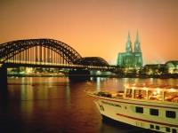 Γερμανία: Κολωνία, η γέφυρα Χοετσόλερν πάνω από τον Ρήνο και ο Καθεδρικός Ναός των Αγίων Πέτρου και Μαρίας.