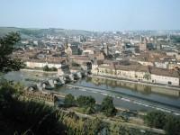Γερμανία: Θέα της πόλης Όμπεραμεργκάου, στην επαρχία του Γκάρμις-Πέρτενκίρχεν της Βαυαρίας