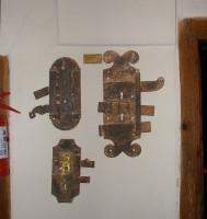 Λαογραφικό Μουσείο Καστοριάς: Κλειδαριές από εξώθυρες αρχοντικών