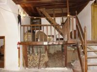 Λαογραφικό Μουσείο Καστοριάς: Αποθηκευτικός χώρος με πατάρι