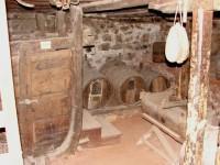 Λαογραφικό Μουσείο Καστοριάς: Το κάτω μισό της προηγούμενης φωτογραφίας, το κελάρι του κρασιού