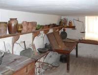 Λαογραφικό Μουσείο Καστοριάς: Ζυμουτάρι (Χώρος ζυμώματος και αποθήκευσης αλεύρων)