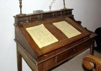 Λαογραφικό Μουσείο Καστοριάς: Καλό Παιδικό Δωμάτιο, Γραφείο με χειρόγραφα