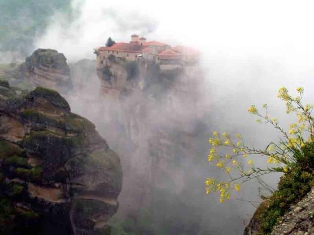 Meteora: Varlaam Monastery in the morning mist