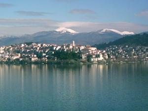 Η Καστοριά και η λίμνη της τον χειμώνα, πριν αυτή παγώσει
