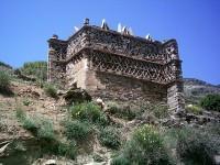 Τήνος: Περιστερεώνας δίπλα στον δρόμο προς τον Πύργο, πριν φτάσουμε στο χωριό Καρδιανή