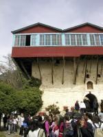 Μονή Αγίου Γεωργίου Φενεού: Σκεπαστός Εξώστης