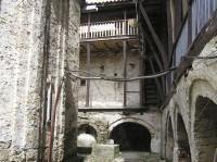 Μονή Αγίου Γεωργίου Φενεού: Πίσω Αυλή
