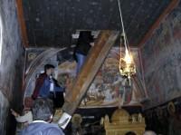 Μονή Αγίου Γεωργίου Φενεού: Σκάλα που οδηγεί στο Κρυφό Σχολειό