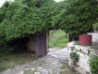Μονή Αγίου Γεωργίου Φενεού: Έξοδος της αυλής