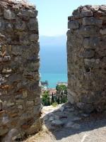 Κάστρο της Ναυπάκτου, Θέα του λιμανιού από το δεύτερο από την κορυφή διάζωμα