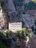 Αποψη του παλαιού κτηρίου με τα κελιά των μοναχών