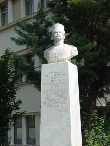 Λιβαδειά: Το άγαλμα του Λάμπρου Κατσώνη